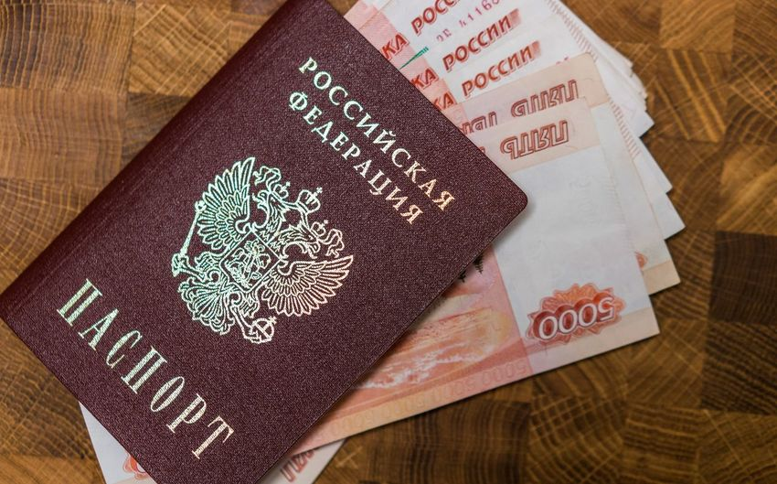 200 рублей 2000 рублей Passport Travel Bills Close-up Day Indoors  No People Paper Rouble Rubles Russian Currency Russian Passport Vacation Visa паспорт российский паспорт