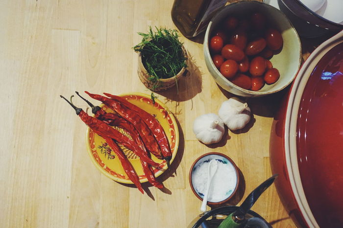 ingredients Food Bowl Healthy Eating Freshness Table Food And Drink Indoors  Plate No People Close-up Ready-to-eat Cooking Kitchen Things Garlic Kitchen Life Ingredient Food And Drink Rustic Vegetables Vegetable Kitchen Utensil Kitchenware Wood Boards Healthy Lifestyle Red