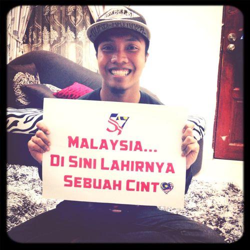 Disini lahirnya sebuah cinta. Malaysia Merdeka 57 Tahun