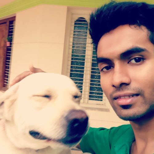 Lab Petlove  Selfietimewithpets Not 1 o 2 but 3 pets at one place <3 :D
