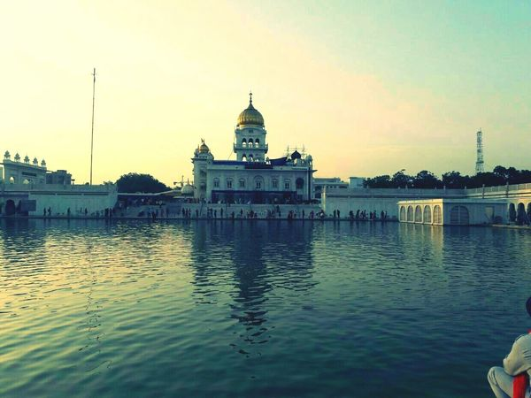 Who's Said there is no peace in this busy world....Well Peace is here😚 Peace Worldcaptures Gurudwarabanglasahib Indiapictures Indian Culture  Sikhism Sikh Temple Waheguru Delhi