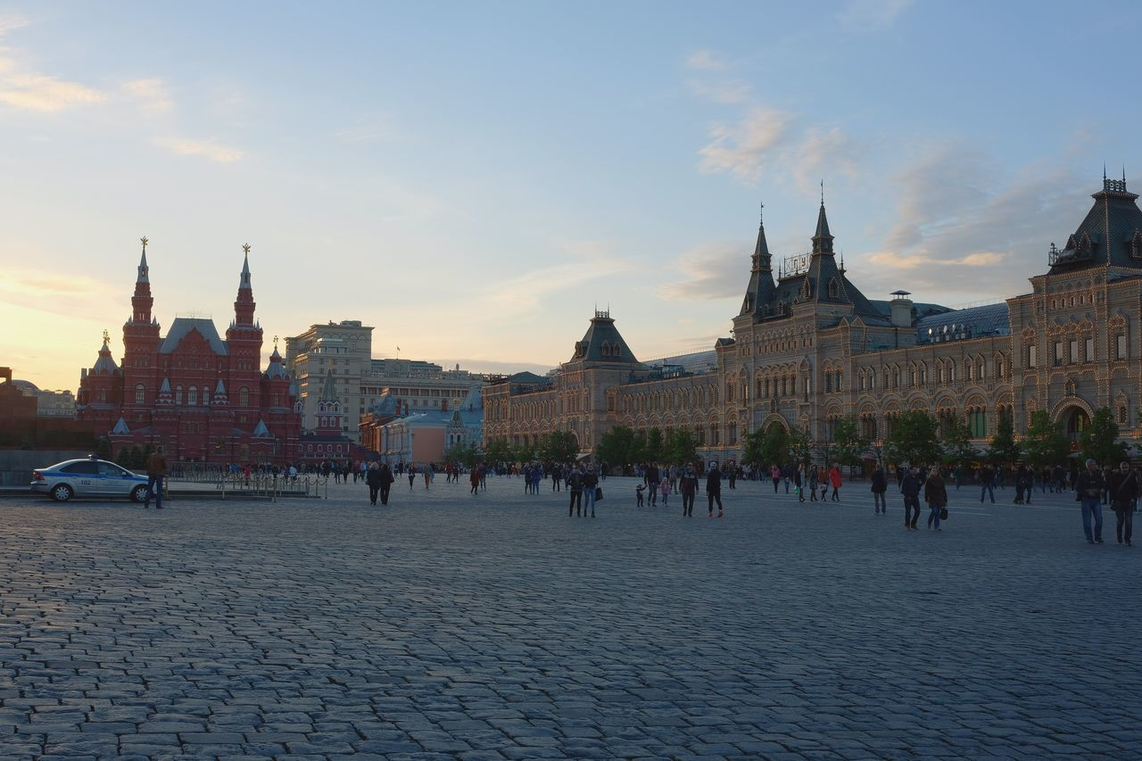 architecture, built structure, building exterior, tourism, city, outdoors, sky, town, large group of people, day, people