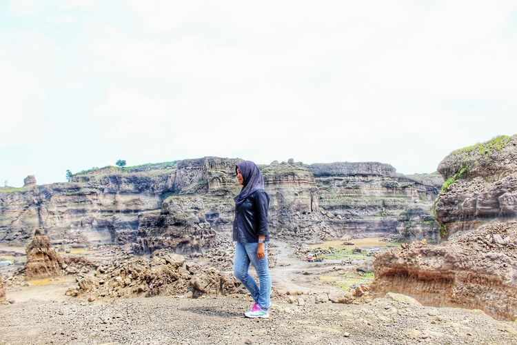 Relaxing time 💃 Photoshoot Photooftheday Picture Pictureoftheday Hijab Beautiful Nature Nature Photography Canyon Natural Make-up Vscodaily VSCO Vscocam Beauty Beauty In Nature Eyemphotography Holiday Women Of EyeEm Fashion That's Me Hi! Hello World Throwback ✌ Moments Late