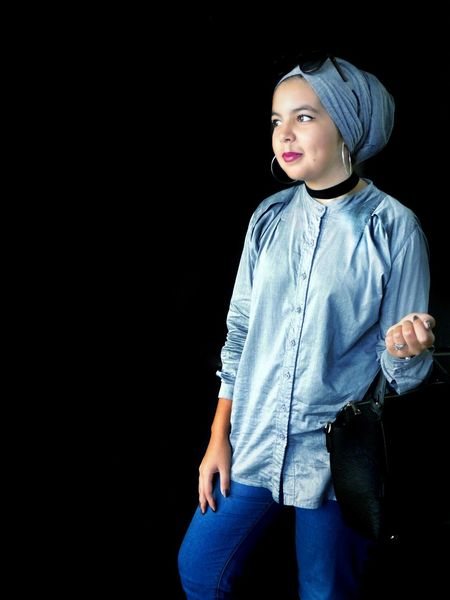 One Person Studio Shot Casual Clothing People Black Background Only Women Portrait Fashion One Woman Only One Young Woman Only Beauty Standing Beautiful Woman Hijabstyle  Lovely Girl Hijabbeauty Beautiful Girl Close-up Hijabfashion Hijabista Women Lifestyles Low Section Real People Jeans