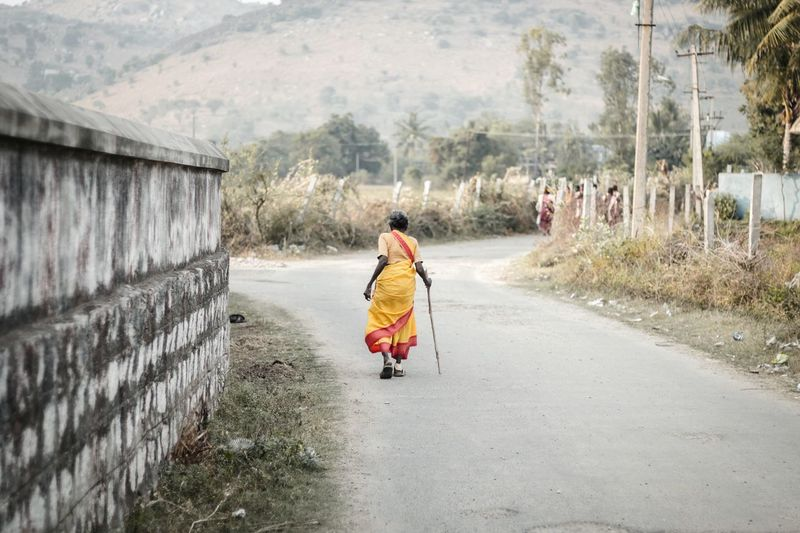 Exploring Style The Way Forward Outdoors One Person Tree Day People Adult One Woman Only Adults Only Nature Taking Photos Travel Photography Nature Old Woman Weak Colors Saree Tamilnadu Tadaa Community India EyeEm Best Shots Beauty In Nature Old Walking Fresh on Market 2016 Paint The Town Yellow