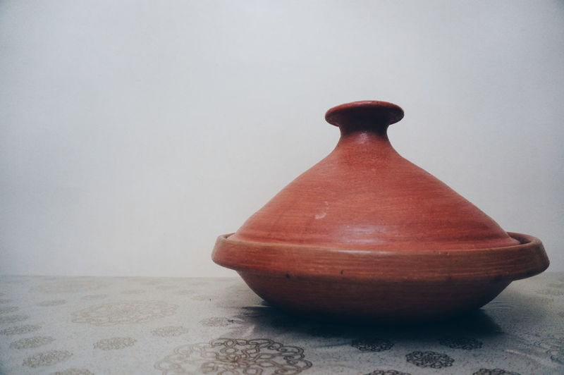 It's pronounced 🗣️ 🔊 Tajine Ceramics Made Of Clay Handmade Clay Kitchen Kitchen Stories Made In Morocco Food And Drink Pottery Single Object Simplicity Earthenware In The Kitchen On The Table Antique Tradition Culture Vintage Antique Minimalistic Minimal Kitchen Things Kitchen Tools Kitchen Table
