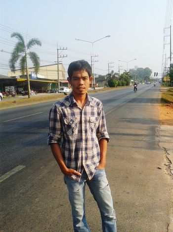 Hi...i'm a new person from cambodia working in thailand Enjoying Life
