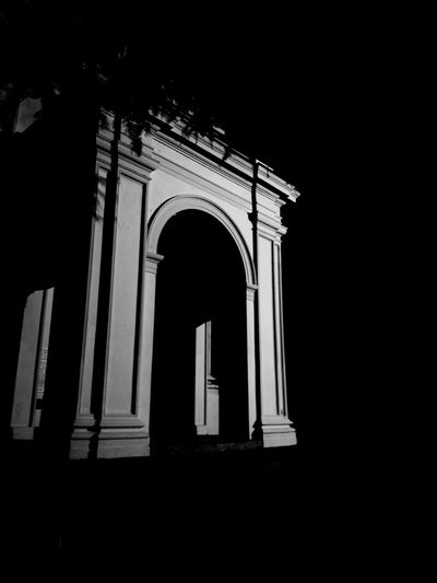 Facing the Dark. Arch Architecture No People Night Black Background Art Style BeW Church Church Black Black And White Light And Shadow Dark Darkness Hope Darkside Attenti Ai Morti 💀