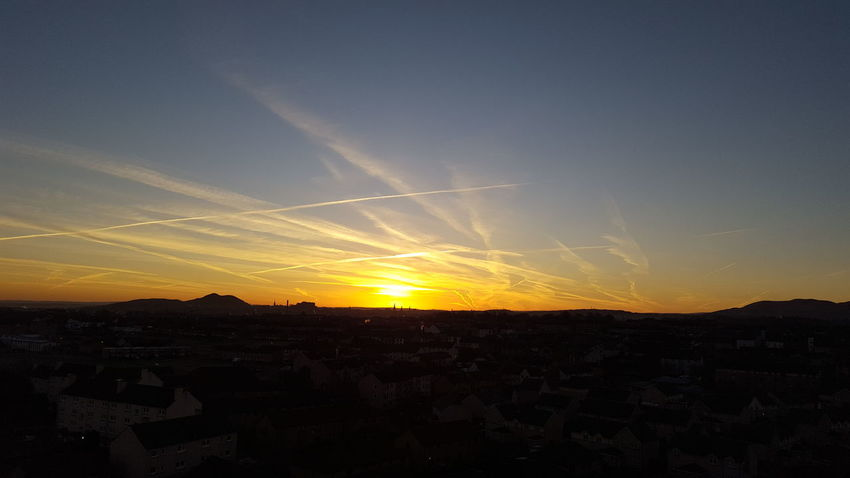 Beautiful Nature Beautiful Morning Edinburgh Edinburgh, Scotland My City Is Beautiful Dawn Dawn Of A New Day Sky Skyporn Colour Your Horizn