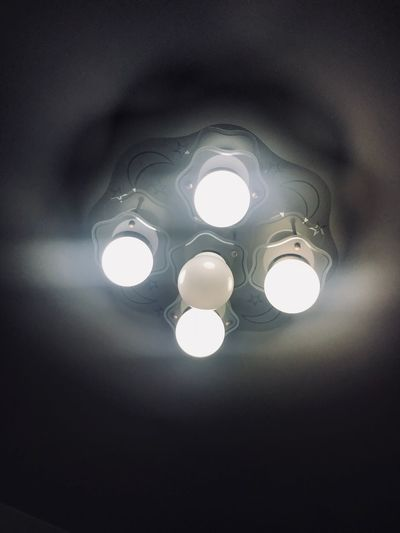 One night bulb is broken 壞電燈 電燈 燈膽 燈 Illuminated Lighting Equipment No People Ceiling Indoors  Light Low Angle View Electric Light Glowing Electricity  Light - Natural Phenomenon Hanging Nature Shape Light Bulb Close-up Light Fixture Chandelier Geometric Shape
