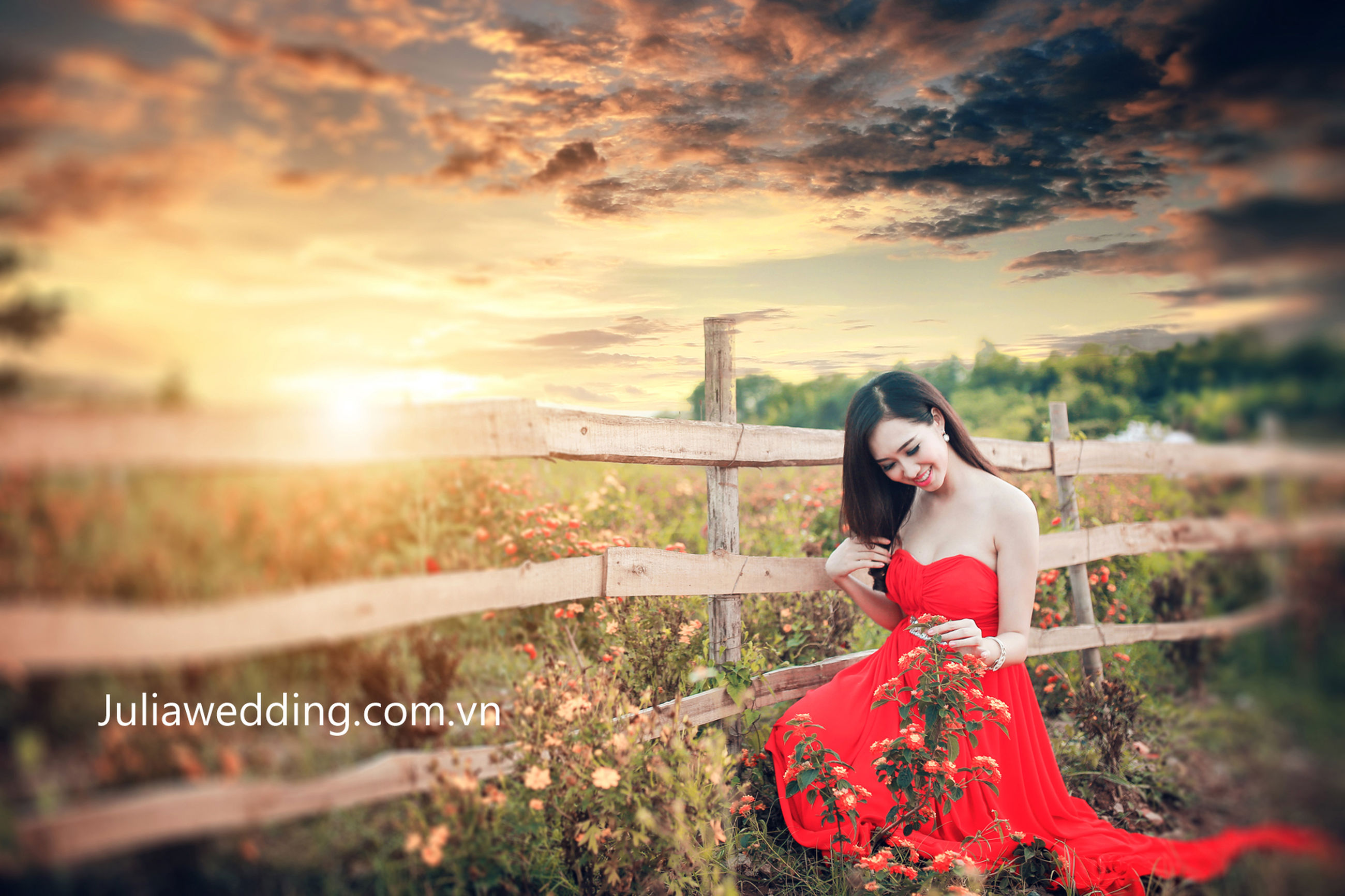 sky, lifestyles, leisure activity, standing, sunset, young adult, person, cloud - sky, casual clothing, young women, three quarter length, nature, waist up, beauty in nature, tranquility, sunlight, outdoors, portrait