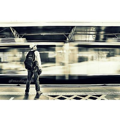Ketika sedang berada di sebuah stasiun Monorail di Kota Kuala Lumpur Malaysia Repost Viewerscorner Indonesia_photography Pewartafotoindonesia Natgeonesia 1000kata Mtma Photooftheday Thephotosociety Photography Streetphotography Streetphotographers StreetLife_Award Hipaae Hipasnap