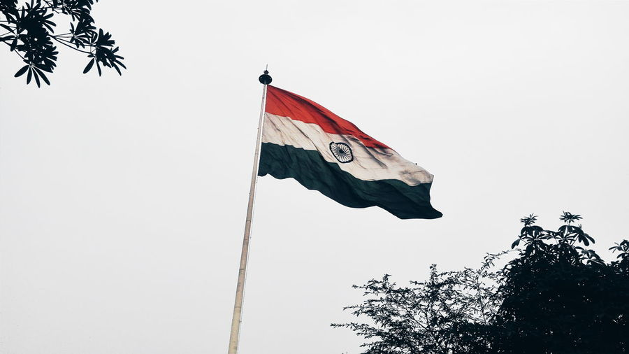 Other might have forgotten, but never can i, the flag of my country winds up very high AzadTiranga Eye4India EyeEm Gallery Flag PhonePhotography Taking Pictures Photography Eyeemgallery Eye4photography  WhatIValue Check This Out Bestoftheday Indianflag From My Point Of View Photooftheday Skyline Taking Photos India Newdelhi Canoughtplace Flags In The Wind  Photography In Motion Photo Of The Day Phone Photography Indianflag Respect Pride