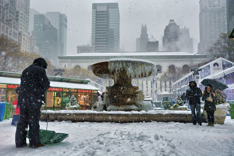 Fountain Famous Place Travel Photography Travel Destinations Nikon Streetphotography New York New York City USA Bryantpark Bryant Park  Bryant Park NYC Snow Cold Temperature Weather Snowing Outdoors Frozen