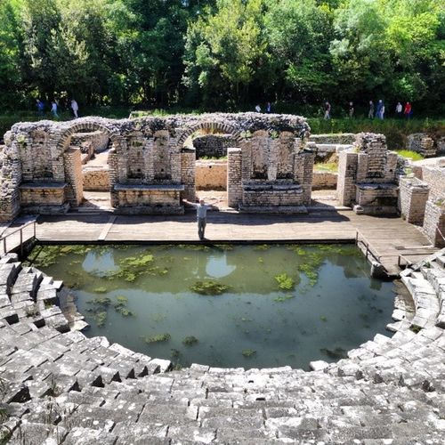 Albania Butrint Roman Amphitheater , 그리스와의 전쟁에서 패한 트로이 유민들이 세웠다는 전설의 도시 부트린트, 그 후로 그리스 로마 비잔틴 베니스, 지배자가 바꼈다. 지금은 알바니아.