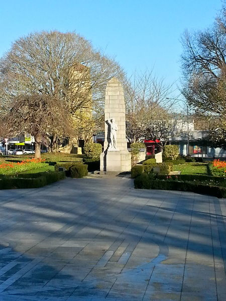 Monument in Cambridge New Zealand. Been a while since my last photos. Monument New Zealand