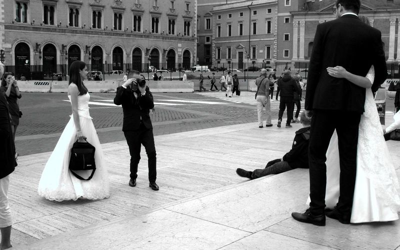 Adults Only City Outdoors Blackandwhite Photography Roma B&w Photography Captured Moment Streetphotography_bw Street Photography Looking At Camera Wedding Weddinginitaly Couple In Love Couple - Relationship Weddingday  Day Adult People Roma Blackandwhite Noir Et Blanc Noir