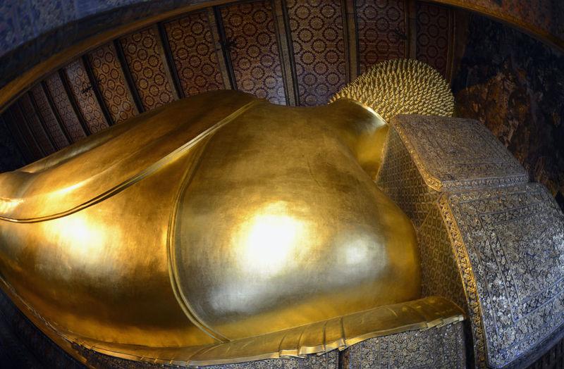 Fish-eye lens of reclining buddha at wat pho