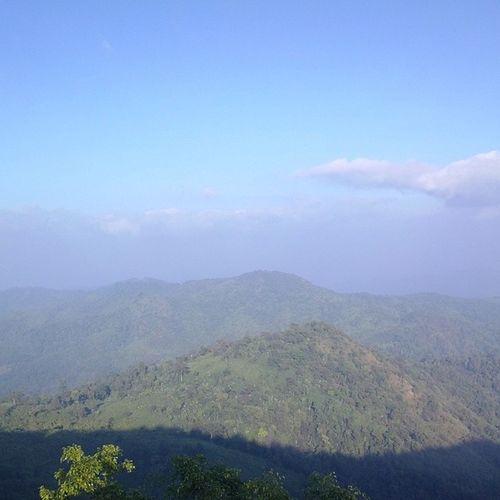 ေတာရိပ္ေတာင္ရိပ္ Kyaikhteeyoe Pagoda Myanmar Goldenrock igersmyanmar nofilter nature clouds sky throwbackthursday tbt