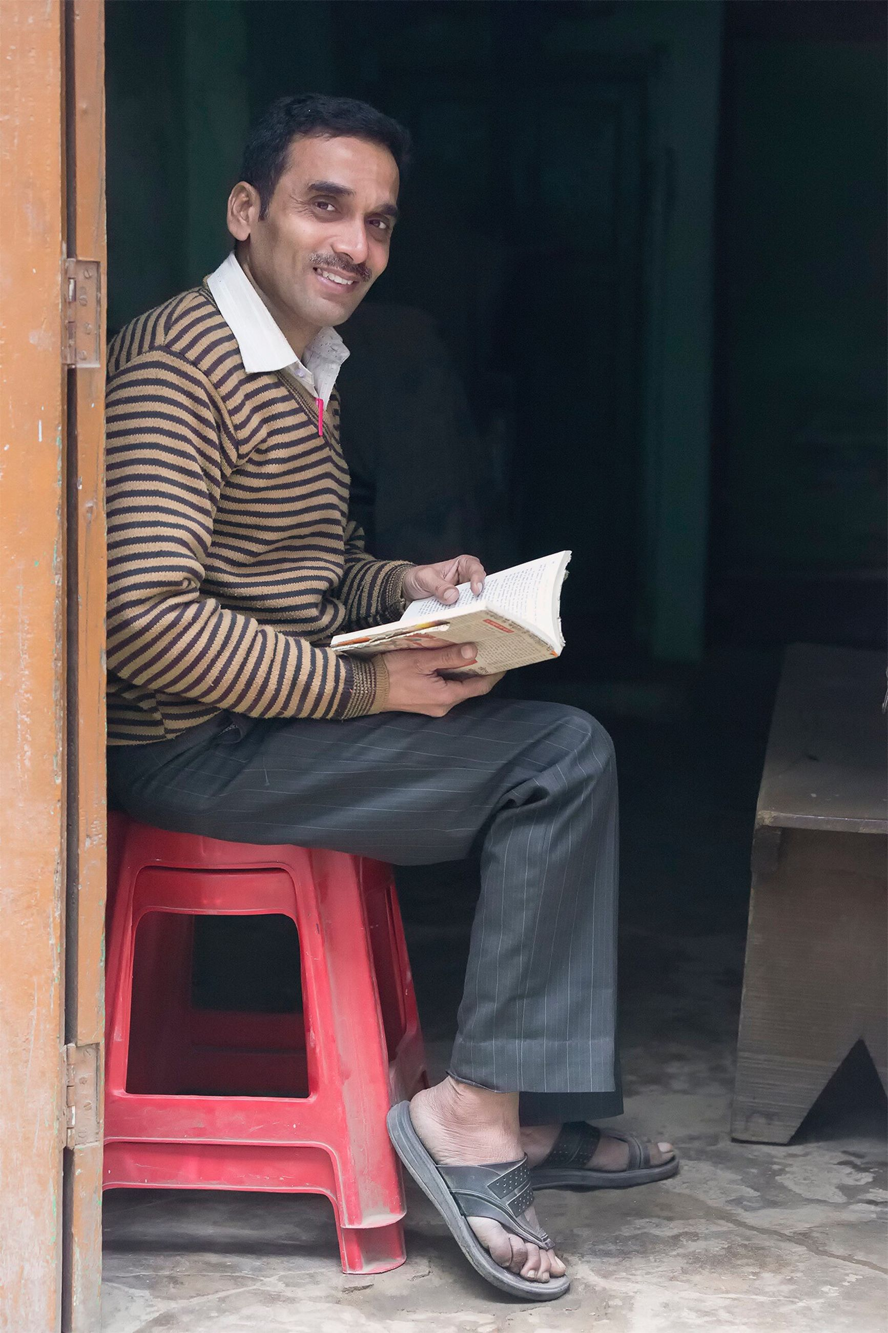 sitting, one person, full length, smiling, real people, looking at camera, outdoors, portrait, day, happiness, young adult, people