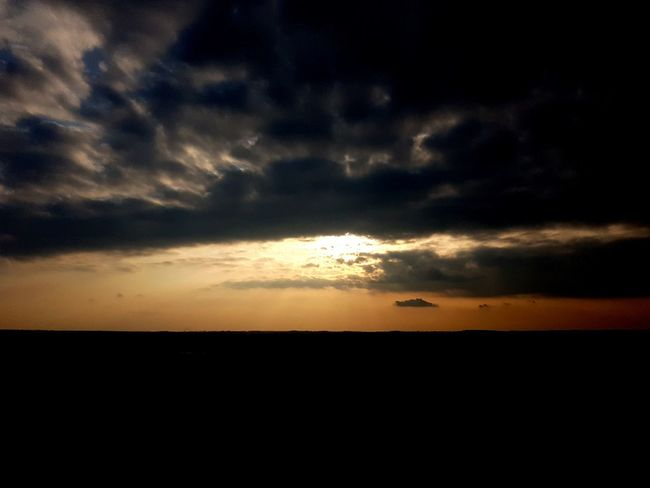 Sunset Sea Silhouette Awe Dramatic Sky Horizon Backgrounds Sky Landscape Horizon Over Water Romantic Sky Sky Only Cloudscape Cumulus Cloud Cumulus Cumulonimbus Meteorology Heaven Stratosphere Moody Sky Go Higher EyeEmNewHere Stories From The City Inner Power