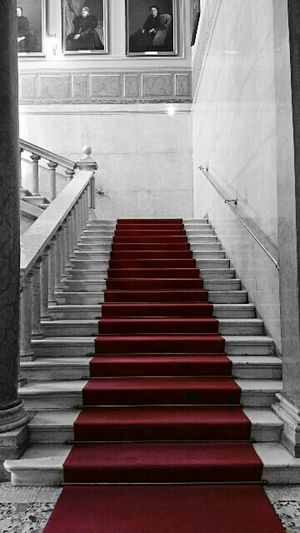 Editing Classic Red Redcarpet Nobility Old Buildings Ancienne Art Artistic Traveling Shooting and Editing with Samsung Galaxy Note 4