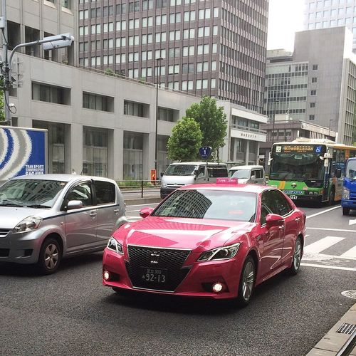 出勤途中に遭遇 ロイヤルリムジンのピンククラウンタクシー