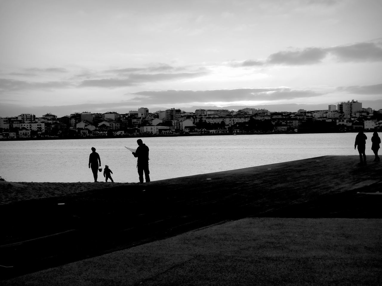 real people, silhouette, sky, leisure activity, men, walking, two people, lifestyles, outdoors, nature, full length, women, cloud - sky, togetherness, friendship, day, beauty in nature, adult, people