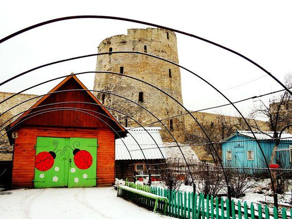 Izborsk Russia Castle Ladybug Ladybirds 🐞 Winter Snow Pskov Jorney Your Design Story