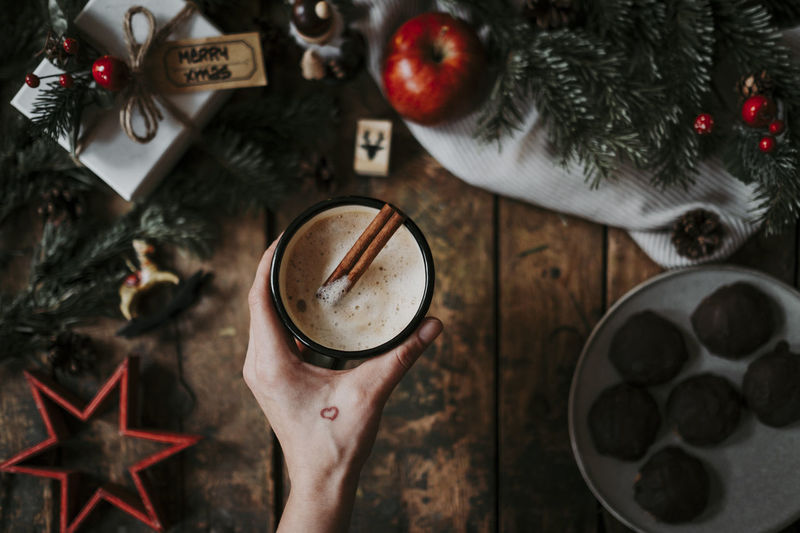 Hand Holding One Person Coffee Coffee - Drink Coffee Cup Christmas Christmas Decoration Xmas Apple Holiday Celebration Cinnamon Christmas Ornament Style Flatlay Decoration