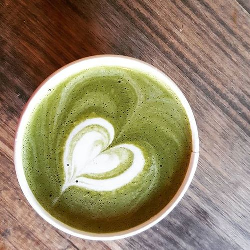 Heart latte art Iheartyou Coffee Coffeeteaorme Satpleasure Heart Happyday Happy Youmademehappy Greentea Greentealatte Green Hollow