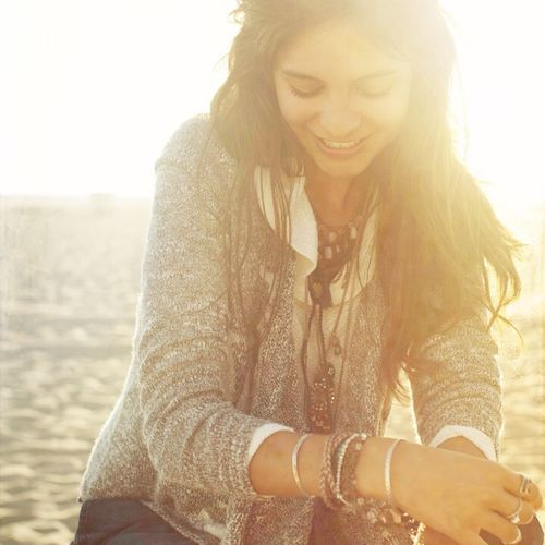 Hollister Co. HOLLISTER Beach bonfire ready, cozy up in THE perfect cardi! Shop: http://bit.ly/WqOuQh Today's Hot Look