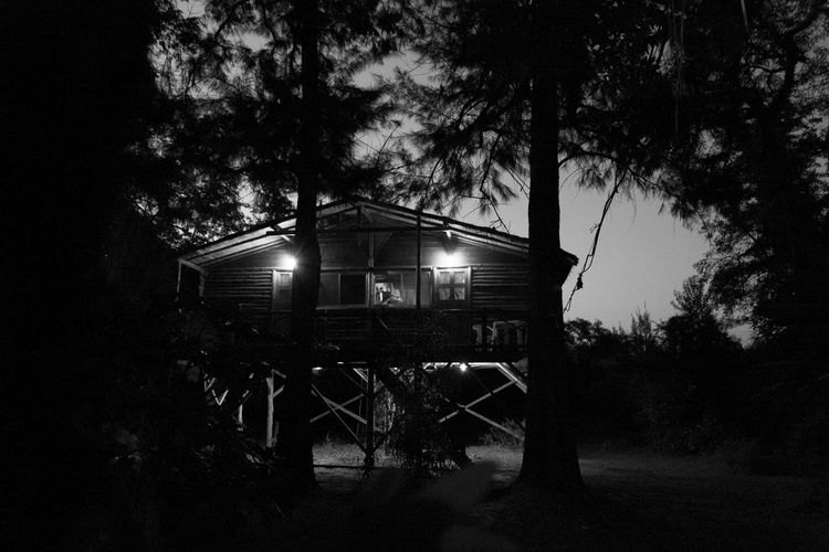calma Black And White Built Structure Calm Casaelevada Dark Darkness And Light Growth Illuminated Light And Shadow Nature Night No People Noche Oscuridad Outdoors Raisedhouse Scenics Sky Tranquility