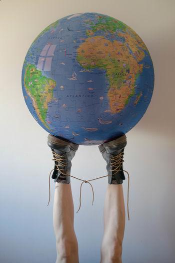 Yo me bajo. World Feet Tied Boots Legs Impotence Reverse Human Body Part