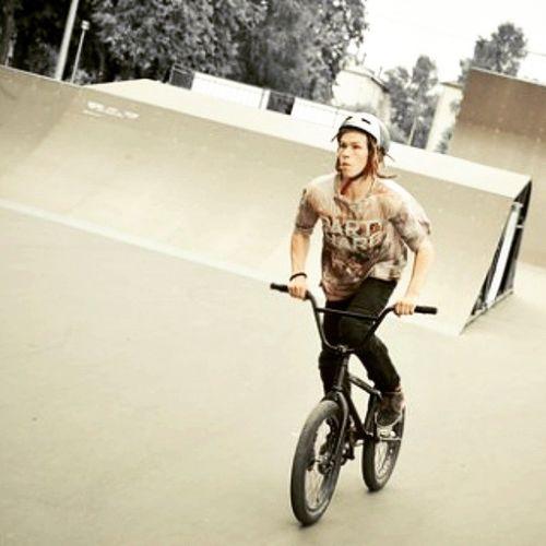 Bmx  Yoshkar_ola Bike Boy Rider Extreme велосипед Велосипедист райдер скейтпарк йошкарола паркпобеды экстримальныйспорт Sportextreme Cheboksary чебоксары тинейджер Bmxrider  Bmxlife Extremesports