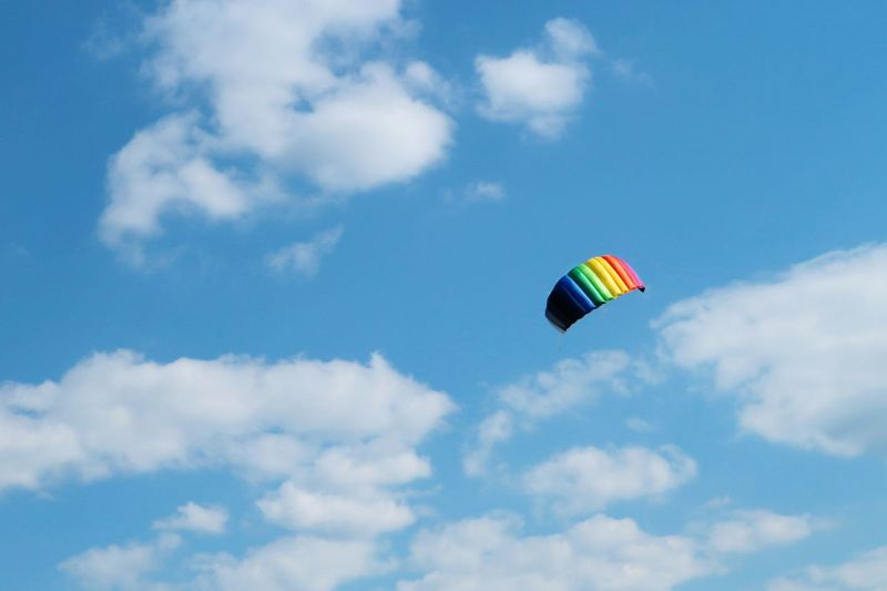 Cloud - Sky Flying Sky Parachute Sport Motion Paragliding Multi Colored Vacations Outdoors Lenkdrachen Kite In The Sky Kite Flying Kite Wind Power Wind Backgrounds Summer Activity Paragliding Gliding