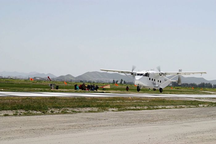 Aircraft Sky Skydiving TakeOff Plane Skyvan Flying Perris America Runway Markings Van