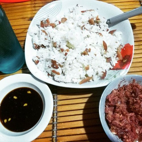 A simple, yet yummy brunch for my tummy, with my alltime favorite 'sawsawan' toyo+calamansi = ummmm... naaaam! HappyTummy Solohista Paborito Cornedbeef friedrice with lancheonMeat leZzzzDoDisss ♡♡♡ツ*^▁^*