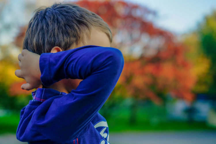 Blue Eyes FUJIFILM X-T10 Boys Casual Clothing Childhood Close-up Day Elementary Age Focus On Foreground Fuji Fujifilm Leisure Activity Lifestyles Nature One Boy Only One Person Outdoors People Portrait Real People Rear View Standing Tree Wasiak