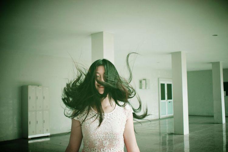 floating hair
