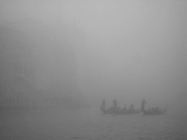 Romantic Rowing In The Fog Gran Canal EyeEmNewHere Gondola - Traditional Boat Fog Sailing Silhouette Gondolier