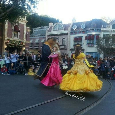 Princess Bell, and Sleeping Buety Disneyland Disneylandchristmasperade Disneyland_cali