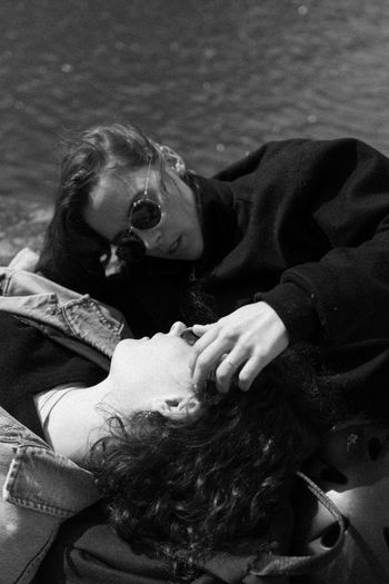 Paar am Canal de l'Ourc Canal Canals And Waterways Face Curly Hair Long Hair Blonde Water FreeTime Relaxing Mood Blackandwhite Monochrome monochrome photography Touching Sunglasses Pair Paris Travel Canal Harmony Love Togetherness Communication Tenderness Human Hand Young Women Women Close-up Couple Hugging