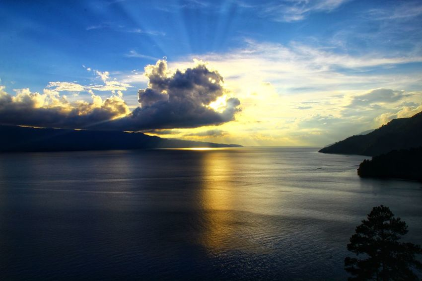 Sun went down with ray of light in Toba Lake North Sumatera Indonesia........ Sunset Sunset_collection Sunset Lovers Photography By @jgawibowo Shot By Arif Wibowo Travel Photography Travel Travel Destinations INDONESIA Scenic View Scenic Photograghy Likeforlike Like4like Photography EyeEm Nature Lover EyeEm Landscape Eyeem Landscape Official Photo Club📷 EyeEm Gallery Sea Cloud - Sky Sky Sunset Reflection Outdoors Landscape Nature Water Scenics Beauty In Nature Horizon Over Water
