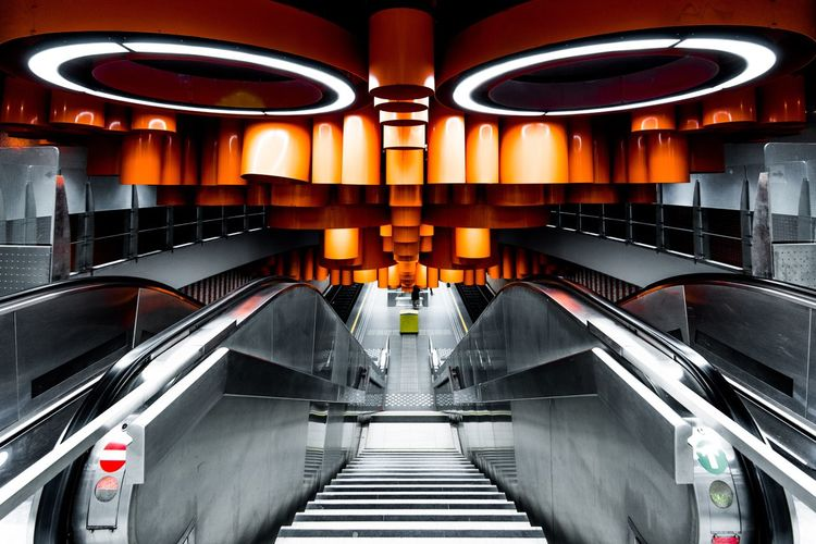 Underground Stairs EyeEmBestPics Eye4photography  EyeEm Selects EyeEm Gallery The Architect - 2018 EyeEm Awards The Week on EyeEm EyeEm Best Shots Indoors  Illuminated No People Architecture Railing Built Structure Modern Staircase Subway Station