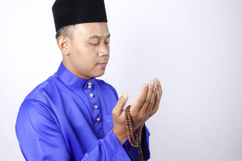 MAN PRAYING Baju Melayu Eid Mubarak Hari Raya Aidilfitri Adult Angpow Clothing Copy Space Cut Out Finger Front View Gesturing Hand Human Body Part Human Hand Indoors  Males  Men Mid Adult Mid Adult Men Money Packet One Person Studio Shot Waist Up White Background