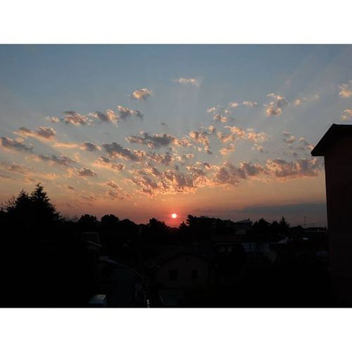 Sunrise Sunlightstripes Wonderofsanpietroallolmo Framelapse clouds sun sunriseonmilan milano milan photooftheday nikonitalia iamhere nikon video fotografoitaliano photography