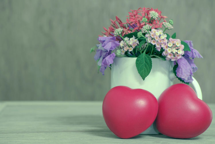 Flowering Plant Freshness Flower Table Plant Still Life Vase Close-up Vulnerability  No People Fragility Indoors  Nature Red Beauty In Nature Food Pink Color Flower Head Focus On Foreground Decoration Flower Arrangement Purple