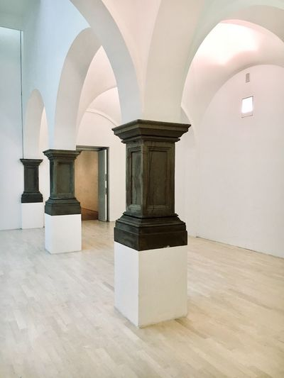 Indoors  Arch Architecture Architectural Column No People Built Structure Arhitecture Photography Musuem K21 Düsseldorf EyeEmNewHere Arts Culture And Entertainment Contemporary Art 建築 EyeEmNewHere