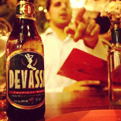 Devassa Talk about Serendipity ! Connected with my boy Bilal who was working in Rio Brazil working for an oil firm. Took me to a great spot in Ipanema . Delicious Beer , scrumptious Food . Candid People Moments Paptography Internationalphotographer Internationalphotography Love
